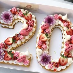"""12 Trendy Cream Tart Cakes that Dreams Are Made Of OMG! I love these trendy """"number"""" cream tart cakes! They are gorgeous and so easy to make! I like having these helpful recipes and video tutorials. Food Cakes, Big Cakes, Cupcake Cakes, Dessert Party, Party Desserts, Cake Party, Dessert Wedding, 30th Party, Healthy Desserts"""