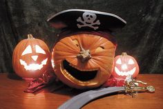 Pumpkin decorating ideas for Halloween is an important thing in Halloween day. Because I think there is no Halloween without our favorite pumpkins. Halloween is Fröhliches Halloween, Holidays Halloween, Halloween Pumpkins, Halloween Decorations, Halloween Quotes, Easy Pumpkin Carving, Pumpkin Art, Pumpkin Ideas, Pumpkin Carvings
