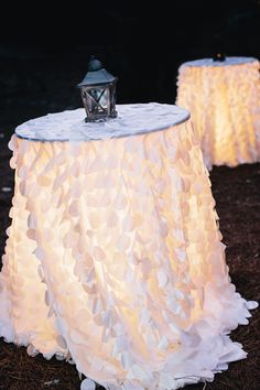 glowing cocktail tables | Vue Photography #wedding