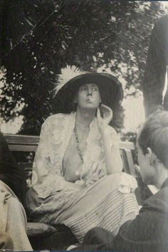 thewaverises: Virginia Woolf.