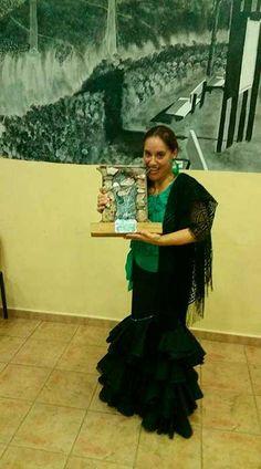 La cantaora dePeriana Rosi Campos ha ganado el Festival Flamenco de las Minas de La Carolina deJaén.  ROSI CAMPOS:cantaora de flamenco y natural de Periana (Málaga), es gran aficionada desde muy pequeña al mundo del flamenco. Comenzó su andadura perteneciendo a la Panda de Verdiales y los coros y danzas de su localidad.   #flamenco #noticias #periana
