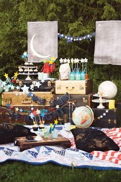 (party hop) stargazing party part 1 & cupcake topper tutorial - See Vanessa Craft Party Deco, Star Centerpieces, Astronaut Party, Diy Galaxy, Moon Party, Free Printable Invitations, 3d Star, Star Garland, Theme Color