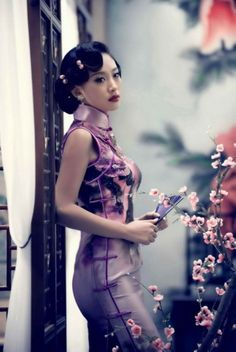 Typical Chinese style is Cheongsam which can exactly display Oriental women's beauty Oriental Fashion, Asian Fashion, Chinese Fashion, Chinese Style, Asian Woman, Asian Girl, Cheongsam Dress, Beautiful Asian Women, Ao Dai