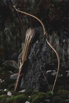 Image about bow in The Kings Men?/The Queens Knights. : arrow, bow, and medieval Bild Legolas, Tauriel, Potnia Theron, Elf Ranger, Armas Ninja, O Hobbit, Wood Elf, Bow Arrows, Fantasy Weapons