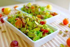 Avocado salad with grapes and pistachios from Veggie Recipes, Vegetarian Recipes, Avocado Benefits, Pistachios, Avocado Salad, Guacamole, Recipe Ideas, Veggies, Yummy Food