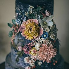 WOW incredible detail... #Repost @lovemydress  Absolutely loving the editorial shoot over on Love My Dress today. The styling is gorgeous including this cake by @swann.amy. I actually want to dive right into that top tier after today. Whos with me?  Calligraphy  concept @bymoonandtide photography @vickerstaff_photography flowers @madeinflowers hairmakeup @stefaniegrisdale cakefloral headpieces @swann.amy dress @ailsamunrodressmaker venue Halecat House (The Lake District) #lmdweddingcake