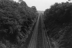 Fast so als würden sie hier enden stehen die Gleise im Bild, die Kurve nach links ist kaum noch sichtbar.