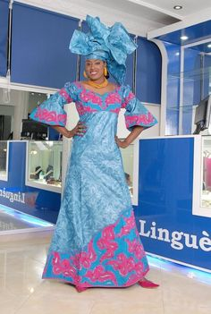 Vêtements ethniques brocart Aqua femmes africaines avec broderie