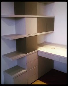 Composizione moderna per camera da letto.  ________________________  Modern composition for bedroom.  ________________________  www.gr-design.it  ________________________  #scrivania #desk #cassetti #drawers #ante #doors #lavoroartigianale #handicraft #grdesign #instarredo #interiordesign #design #interior #brianza #sumisura #furniture #falegname #carpenter #woodworker #woodwork #woodfurniture #tools #wood #legno #work #lavoro #finedowork #artigiano #job de gr__design