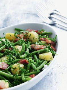 Varm bønne og kartoffelsalat med bacon og vinaigrette