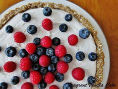 My Mom liked to make berry desserts on to celebrate the of July. Healthy Dessert Options, Raw Vegan Desserts, Raw Vegan Recipes, Vegan Sweets, Just Desserts, Dessert Recipes, Healthy Sweets, Vegan Pie, Vegan Tarts