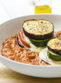 Egg plant tower with ricotta- tomato sauce I Love Food, A Food, Good Food, Food And Drink, Yummy Food, Vegetarian Recipes, Cooking Recipes, Healthy Recipes, Healthy Food