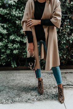 My Favorite Transition Outfit - Shalice Noel Classy Outfits, Trendy Outfits, Spring Outfits, Winter Outfits, Capsule Wardrobe Essentials, City Outfits, School Outfits, Fall Transition Outfits, Fashion Seasons