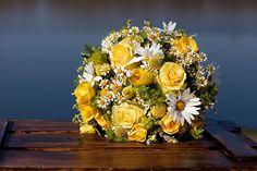 yellow bouquet - gelber Brautstrauß #bouquet #brautstrauß #gelb - Gelbe Gartenparty mit kostengünstigen Ideen | Hochzeitsblog - The Little Wedding Corner