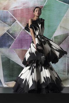 World Wide Couture Runway Fashion, Fashion Show, Fashion Design, Prom Dress Couture, Moda Outfits, Ballroom Dress, Black White Fashion, Haute Couture Fashion, Looks Style
