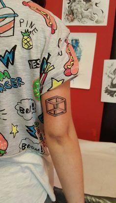 """Il mio nuovo tatuaggio """"il cubo impossibile di Escher"""" - il cubo che può solo…"""