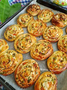 - Pratik Hızlı ve Kolay Yemek Tarifleri Turkish Recipes, Ethnic Recipes, Snacks Saludables, Homemade Donuts, Tasty, Yummy Food, New Cake, Healthy Muffins, Bakery