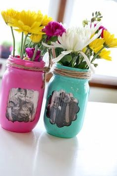 """Fridays at the Farm: Getting Rid of the Gray! Tutorial on 6 crafts to turn your gray into a """"POP"""" of color! Fridays at the Farm: Getting Rid of the Gray! Tutorial on 6 crafts to turn your gray into a POP of color! Mason Jar Vases, Mason Jar Gifts, Mason Jar Diy, Crafts With Glass Jars, Jar Crafts, Crafts To Sell, Crafts For Kids, Mason Jar Picture, Mason Jar Projects"""