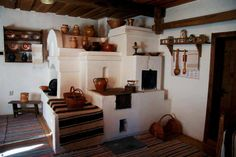 Traditional multi-function stove from northern Moldova. Traditional Interior, Traditional House, Lofts, Bedroom Sitting Room, Design Case, Cozy House, Rustic Decor, Beautiful Homes, Architecture Design