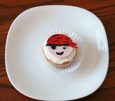 How to make pirate cupcake toppers • CakeJournal.com