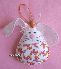 Luty Crochet Arts: Felt Bunny Crafts, Felt Crafts, Easter Crafts, Crochet Art, Diy Home Crafts, Fabric Dolls, St Patricks Day, Christmas Ornaments, Holiday Decor