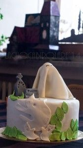 "Halloween 2014- Haunted Cake- La torta infestata  Simpatici fantasmi infestano un cimitero le cui lapidi augurano ""Felice Halloween"". Some cute ghosts haunt a cemetery where the tombstones whish you ""Happy Halloween""!"