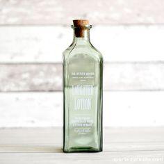 Botella vintage #aperfectlittlelife #tiendaonline #decoracion #regalos ☁ ☁ A Perfect Little Life ☁ ☁ Mucho más en nuestra web: www.aperfectlittlelife.com ☁