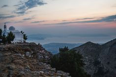 Mount Dikaios also known as Mount Oromedon in ancient times, is the highest mountain of Kos at an altitude of 846 meters. This hill is made from limestones In Ancient Times, Pathways, Kos, Greece, Island, Mountains, Nature, Travel, Greece Country