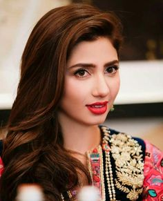 Mahira Khan HD Photos Mahira Khan is one of most popular & most beautiful actress of Pakistan who is a heartthrob not just for Pakistanis but for people all Pakistani Girl, Pakistani Actress, Bollywood Actress, Pakistani Dramas, Pakistani Bridal, Indian Bollywood, Bollywood Stars, Mahira Khan Dramas, Mahira Khan Photos