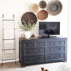 Modern Home Decor bedroom wall decor diy Home Decor bedroom wall decor diy Bedroom Tv Wall, Diy Wall Decor For Bedroom, Tv Wall Decor, Decor Room, Bedroom With Tv, Above Tv Decor, Tv Wanddekor, Diy Home Decor For Apartments, My New Room