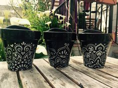These are SO pretty! Flower Pot Art, Flower Pot Crafts, Clay Pot Crafts, Decorated Flower Pots, Painted Flower Pots, Painted Pots, Pots D'argile, Clay Pots, Pottery Painting