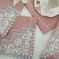 """118 Beğenme, 5 Yorum - Instagram'da danteltutkusu (@dantelimm): """"Alıntı model siparis alınır #ceyizevi #ceyizseti #havlukenari #havlu #a101 #siparis #boncuk…"""" Crochet Lace, Pandora, Instagram, Crochet Shorts, Crochet Edgings, Towels, Tejidos, Creativity, Craft"""