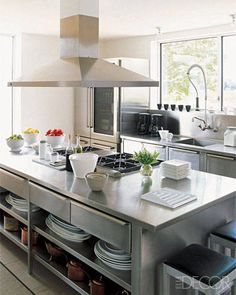Chic Work Islands - Stainless steel countertops