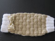 Small sweaters generally fit dogs that weigh between 4 and 7 pounds. This sweater has a back measurement of 12, chest circumference (around the midsection of the dog behind the front legs) between 12-14, and a neck measurement between 9-11.