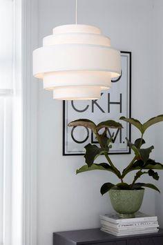 Lekfulla former! Apartment Interior Design, Interior Design Living Room, Interior Decorating, Dream Furniture, Wall Lights, Ceiling Lights, Dining Room Lighting, 5 W, New Room