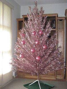 Vintage Aluminum Christmas Tree, Ceramic Christmas Trees, Modern Christmas, Christmas Love, Retro Christmas, Christmas Items, Vintage Holiday, Christmas Tree Ornaments, Christmas Holidays