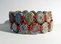 paper bracelet - my graders could make these as friendship bracelets Paper Bead Jewelry, Textile Jewelry, Fabric Jewelry, Paper Beads, Jewelry Crafts, Jewelry Art, Beaded Jewelry, Handmade Jewelry, Jewelry Design