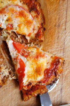 Kolejny szlagier w świecie fit przepisów. Uwielbiamy pizzę z kalafiora i robię ją dość często. Jeśli jeszcze nie próbowaliście, to po przeczytaniu…