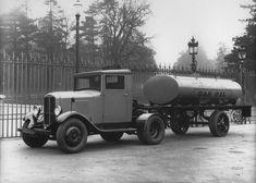 Tracteur Renault semi-remorque type YG 1932 © Renault communication / PHOTOGRAPHE INCONNU (PHOTOGRAPHER UNKNOWN) DROITS RESERVES