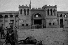Plaza de Toros de Teruel, diciembre de 1937. World War Ii, Civilization, Notre Dame, Spanish, Photography, Travel, Art, War, World
