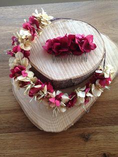 Corona para el pelo de hortensia preservada y peineta.