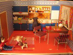 Sixties Küche by diepuppenstubensammlerin, via Flickr