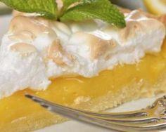 Tarte au citron meringuée de ma grand-mère : http://www.fourchette-et-bikini.fr/recettes/recettes-minceur/tarte-au-citron-meringuee-de-ma-grand-mere.html