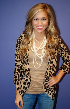 Cheetah print blazer, tee, and pearls. I think this is the second Cheetah blazer i've pinned, but I really want one!