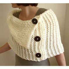 Crochet capelet... Cate, Mommy could use one of these... ;)