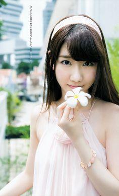 【寫真】04/28:AKB48柏木由紀,今次當「YOUNG JUMP」的責任編輯,到新加坡拍攝全新寫真,在當地的街上,酒店房間,天空泳池,穿上性感比堅尼及內衣大秀美乳事業線,在東南亞解放魅力,送上22P的漂亮寫真,一起感受新加坡
