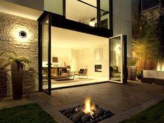 un pequeño lugarcito para un fogon en el patio