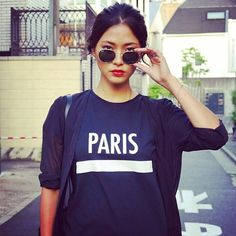 HEY HEY #emmetrend #paris #sweatshirt #streetstyle #streetchic #moda #model #redlip #rayban #lovely #photooftheday #styleblog #icon #igers #trend