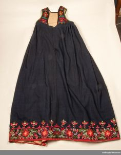 Folk Costume, Costumes, Pretty Pictures, Norway, Summer Dresses, Skirts, Sweden, Clothes, Country