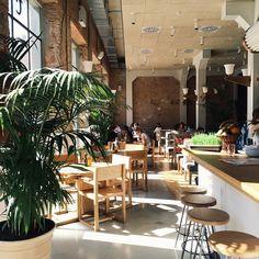 Photo from smarttravelling Shopping In Barcelona, Barcelona Food, Coffee Cafe, Coffee Shop, Garden Cafe, Restaurant Interior Design, Coffee Design, Cafe Bar, Summer Travel